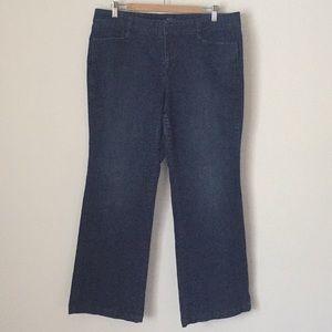 🌻LOFT Curvy Flare Jeans